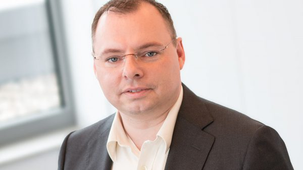 Alexander Hölz – Senior Controller
