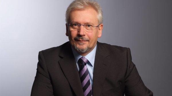 Dr. Ulrich Schriek