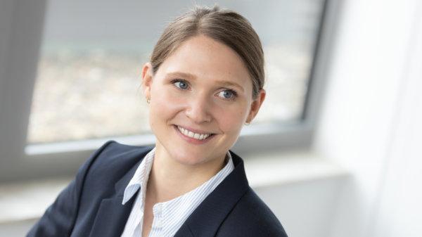 Dr. Laura Pedroza – Investment Analystin